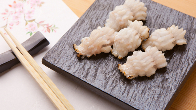 ひとよ - 料理写真:ふわっとした食感が魅力の『穴子炙り刺し』