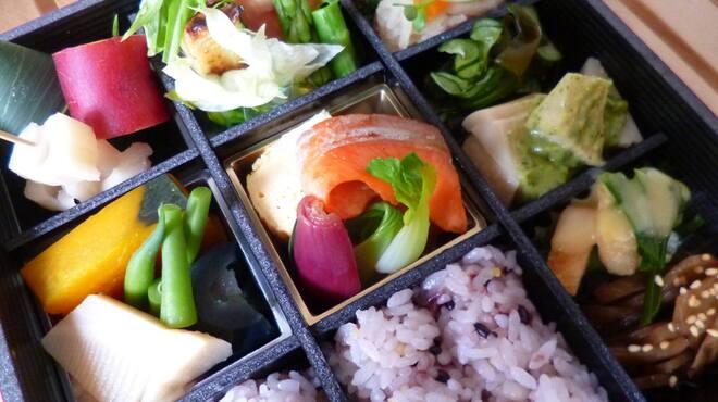 イシノナカ - 料理写真:お野菜たっぷり折詰弁当(要予約)
