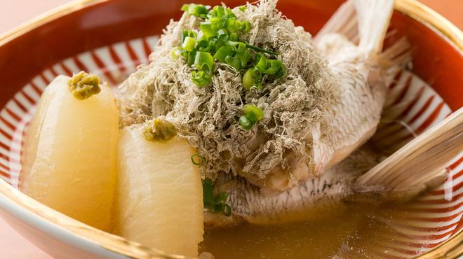 魚や きてれつ - 料理写真:塩が旨味を際立たせる『真鯛のカマと大根の塩煮』