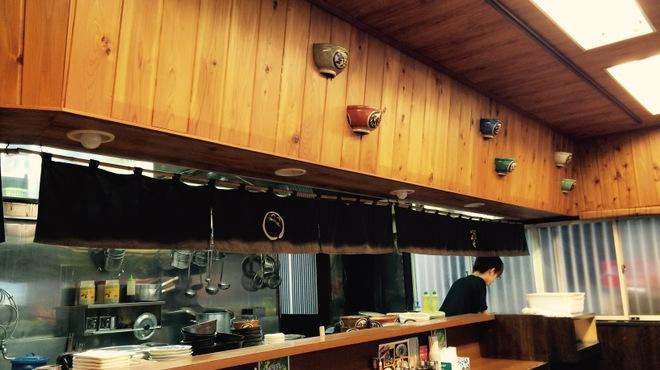 らーめん いっぱしや - 内観写真:木目調の落ち着いた店内です