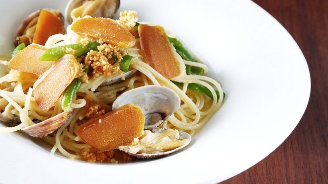 Trattoria Pino - 料理写真:長崎県五島列島産のからすみをふんだんに使用した贅沢な一品。「スパゲッティ 旬の魚介とカラスミのアーリオオーリオ」