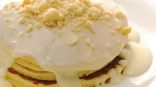 アロハビーチカフェ - 料理写真:マカダミアナッツソースパンケーキ
