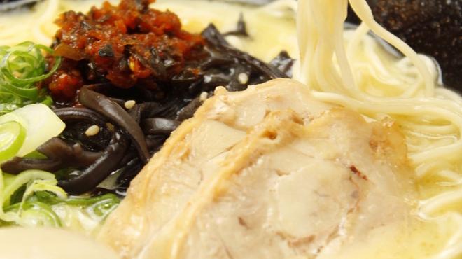 鶏白湯らーめん おび屋 - 料理写真:「赤柚子高菜らーめん(味玉つき)」