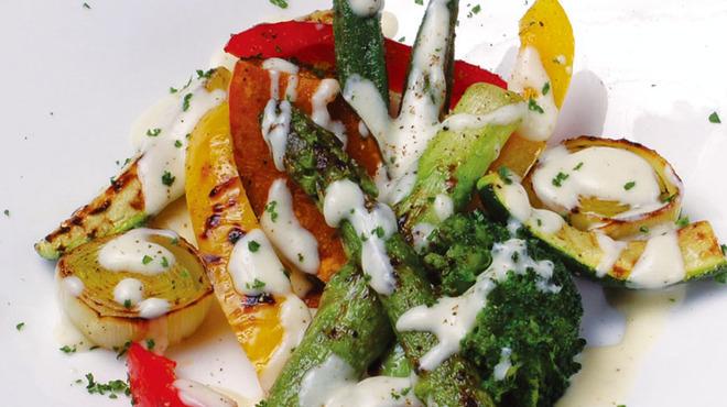 ラグシス - 料理写真:季節野菜のグリルサラダ クリームチーズソース
