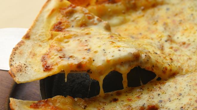 プレゴ - 料理写真:挽肉と野菜のカレーピッツァ