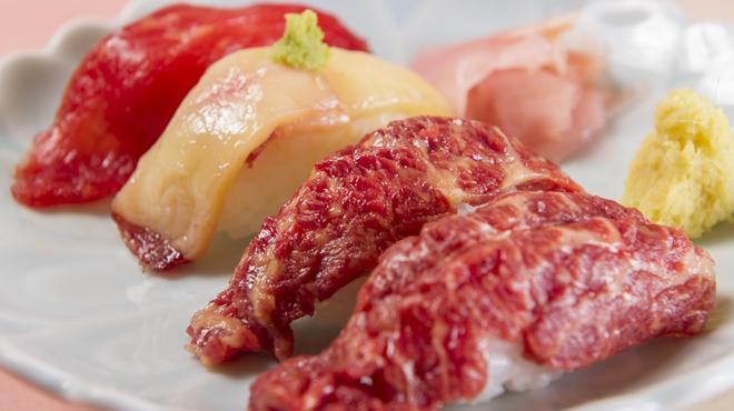桜なべ 中江 - 料理写真:桜肉は最高の寿司ネタ「馬刺し握り寿司」