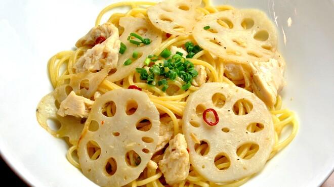 ランチ&バー 花菜 - 料理写真:【冬限定】蓮根と蒸し鶏のペペロンチーノ