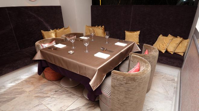 アドニス ティ テーブル - メイン写真: