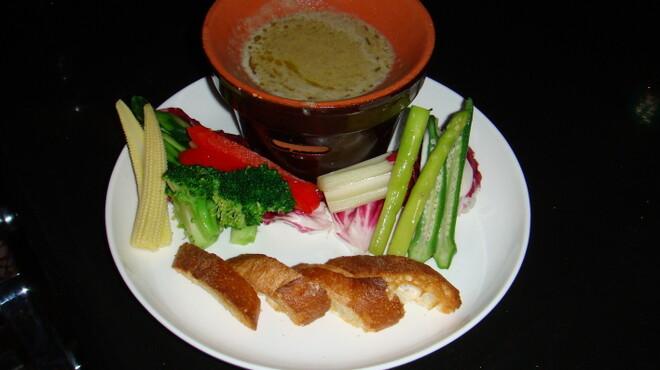 Bar Hitomi - 料理写真:彩り野菜のバーニャカウダー。料理長自ら厳選した季節の野菜と門外不出のバーニャソース。