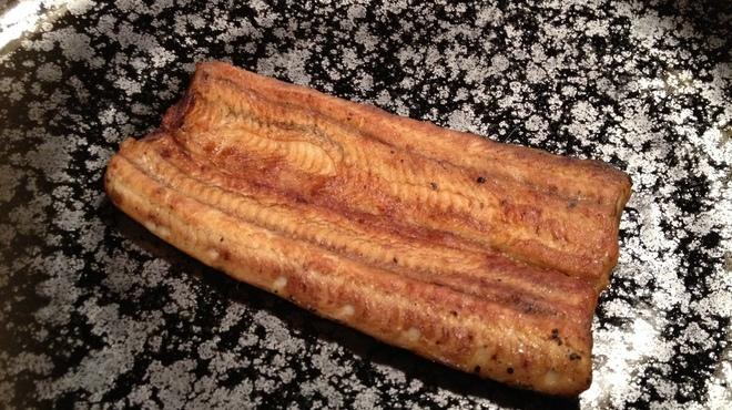 日本橋いづもや - 料理写真:いづも焼き(鰻100%で作った魚醤を塗って焼き上げたもの)