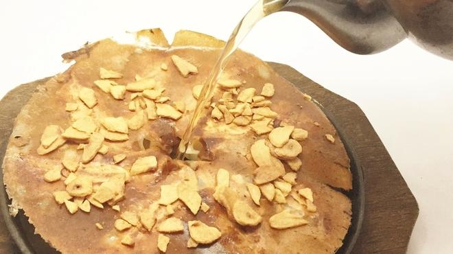 ぼちぼち - 料理写真:鉄板餃子