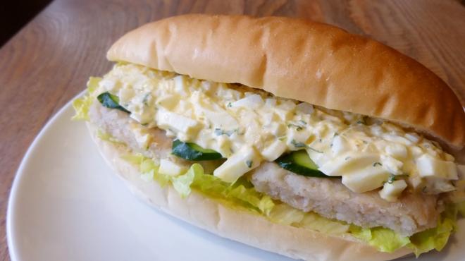 イワテテトテト - 料理写真:タラのタルタルソースハンバーグ