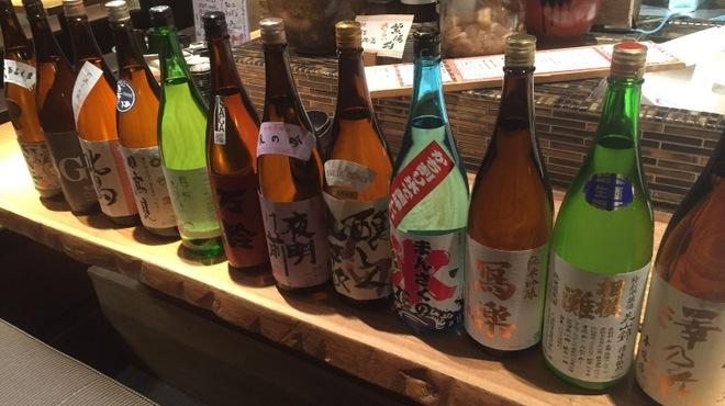 ろばた 翔 - ドリンク写真:たくさんの季節感を感じるとのできる日本酒たち。