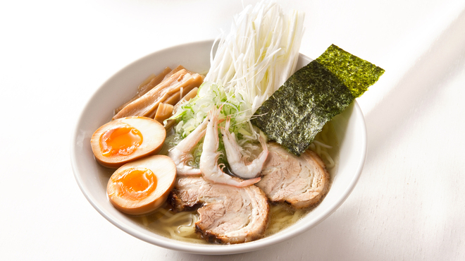 富山ブラック 麺家いろは - 料理写真:白エビ塩ネギ玉らーめん