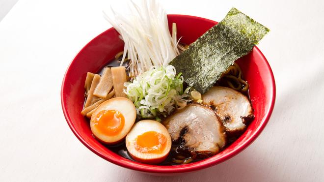 富山ブラック 麺家いろは - 料理写真:富山ブラック味玉らーめん