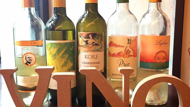 ヴィーノロマンティカ - ドリンク写真:ある日の白グラスワイン