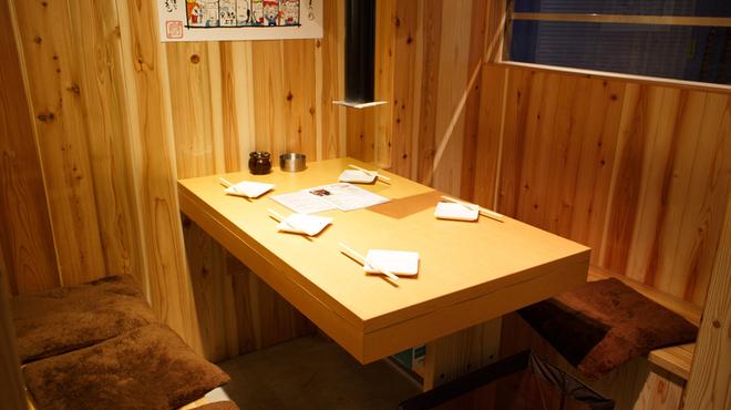 塩ホルモン 獅子丸 - 内観写真:テーブル4名様席