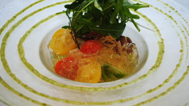 俺のフレンチ・イタリアン - 料理写真:DOCモッツァレラチーズとフルーツトマトのカプレーゼ
