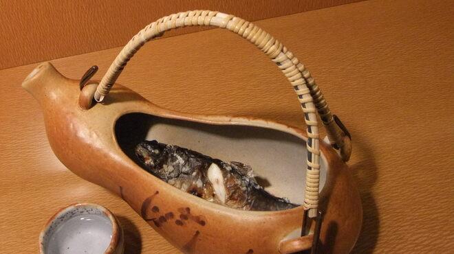 もみじ茶屋 - 料理写真:岩魚の骨酒、岩魚一匹を使った一献