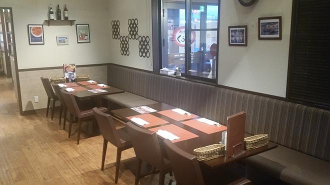 ごちそうお肉ビストロ くう海 - 内観写真:最大16人収容のテーブル席