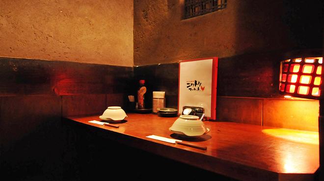 ニワトリ マーケット - 内観写真:2名様個室♪雰囲気バッチリで大人気の席です♪