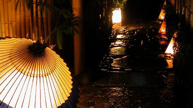 神楽坂 和らく - 外観写真:路地