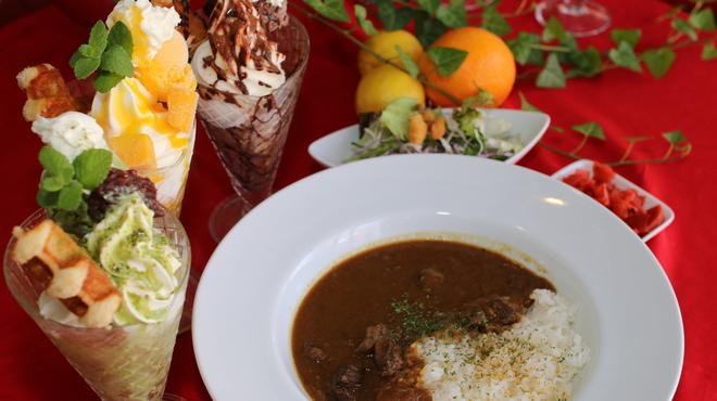 curry cafe SABURO - 料理写真:パフェランチ♪(カレー、サラダ付き)パフェは3種類の中からお選びください