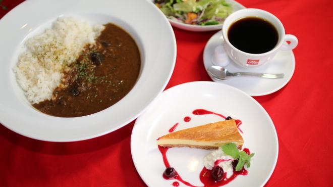 curry cafe SABURO - 料理写真:ケーキセットランチ(カレー、サラダ、ドリンク付)