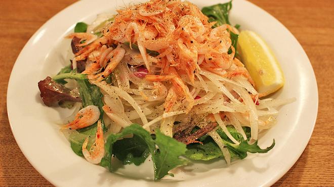 魚猫 - 料理写真:釜揚げ桜えびのサラダ