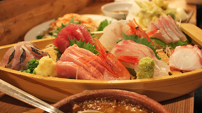 魚猫 - 料理写真:刺し身盛り合わせ