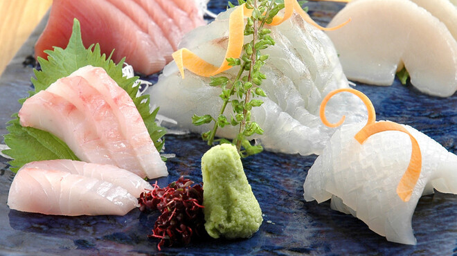 おはな - 料理写真:日向灘から届く地魚の刺身。