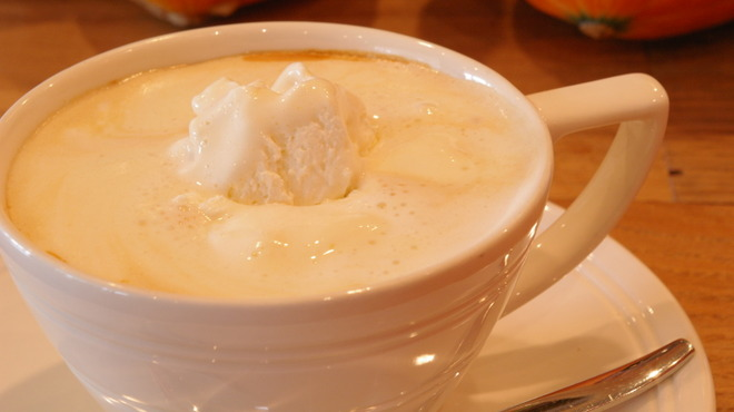 Kunitachi Tea House - 料理写真:女性に大人気!ロイヤルミルクティーが美味しい季節ですね♪