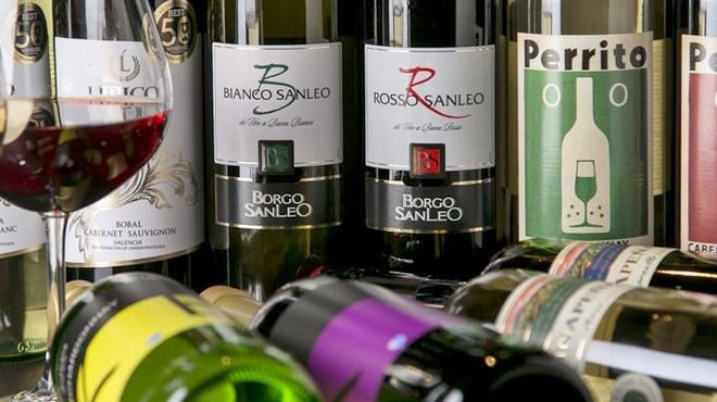 南森町ロマンチック食堂 - ドリンク写真:ロマンチック食堂名物☆900円でフルのボトルワイン!!