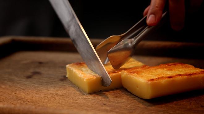 バルバッコア - 料理写真:焼チーズ!外側はパリッと中はトロ~リ☆