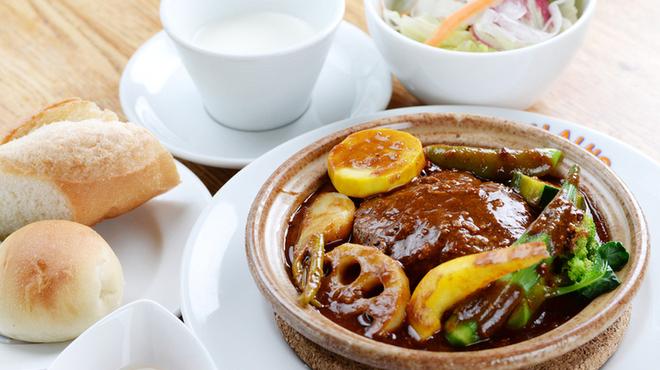 ブルワリー レストラン オラホ - 料理写真:鹿肉の煮込みハンバーグセット