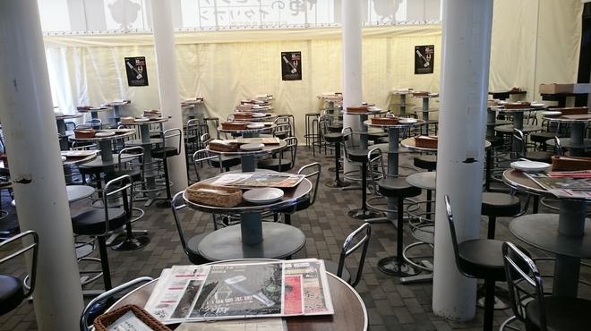 俺のフレンチ・イタリアン 松竹芸能 角座広場 - 内観写真:全席着席です