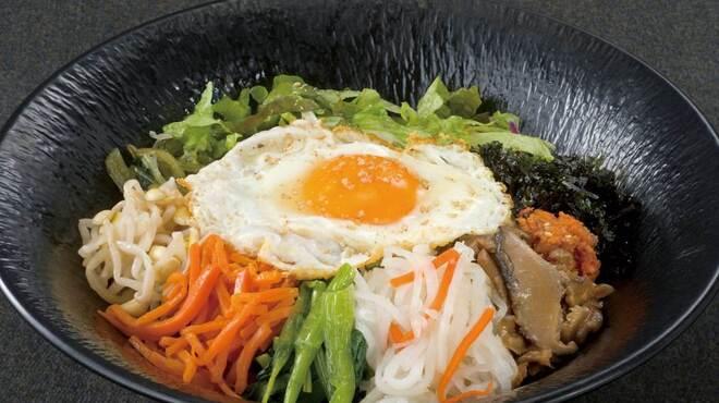 韓豚屋 - 料理写真:たっぷり野菜と12品目のビビンバ丼