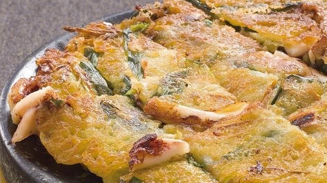 韓豚屋 - 料理写真:イカとニラのチヂミ