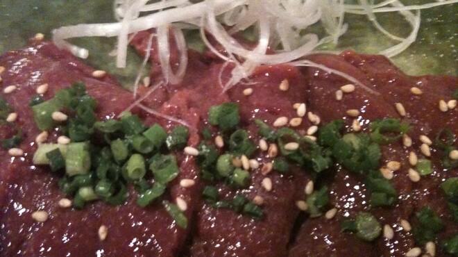 牛和 - 料理写真:レバ刺し