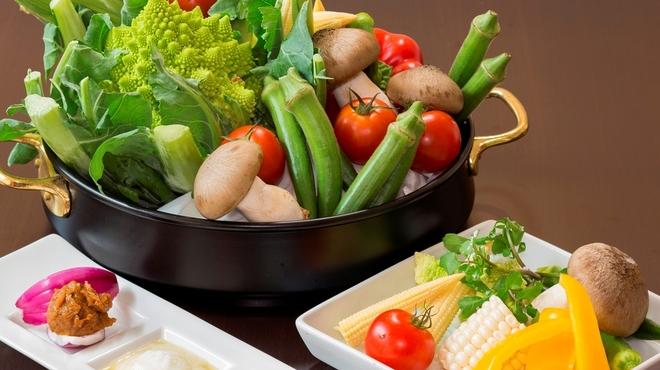 立呑みビストロ やまもと - 料理写真:季節のお野菜をシンプルに蒸しあげました。