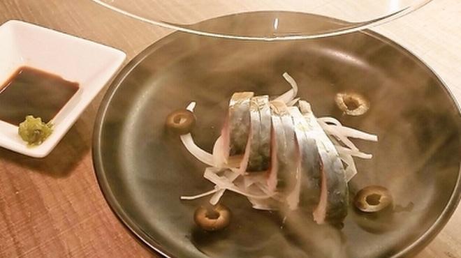 立呑みビストロ やまもと - 料理写真:〆鯖にスモークをかけることにより旨みが増します。