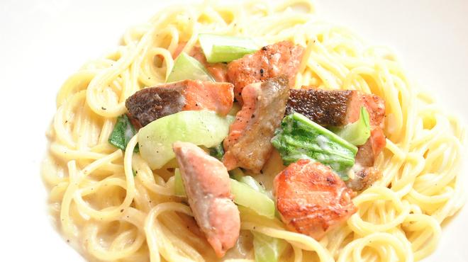 ランチ&バー 花菜 - 料理写真:秋鮭とチンゲン菜のクリームソース