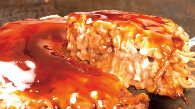 鶴橋風月 - 料理写真: シャキシャキ「キャベツ」の食感と、もちもち「太麺」の相性抜群!!