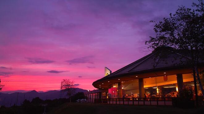 ブルワリー レストラン オラホ - 外観写真:レストラン夕暮れ