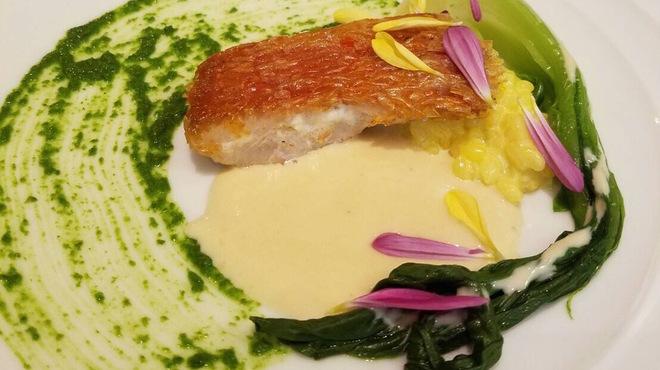 黒船屋 ひこの - 料理写真:金目鯛の松笠焼き サフランリゾットとソースヴァンブラン