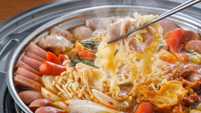 ハヌリ - 料理写真:これは旨い!ハヌリの大人気鍋プデチゲ。