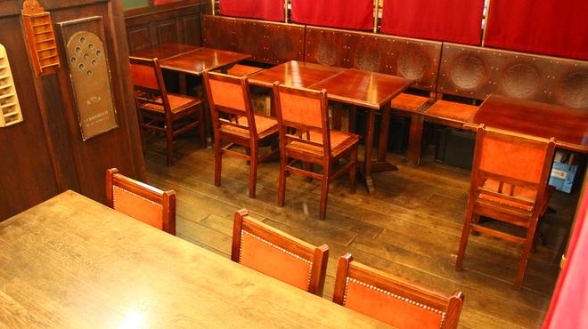 ベルジアン ブラッスリーコート アントワープ シックス - 内観写真:半個室はパーテーションで区切られていて、14~18名様程でお使い頂けます。