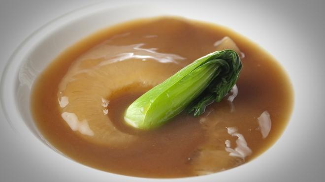 赤坂 四川飯店 - 料理写真:伝統のフカヒレの姿煮こみ