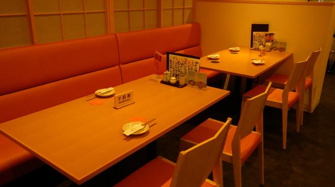 和饗 - 内観写真:テーブル席