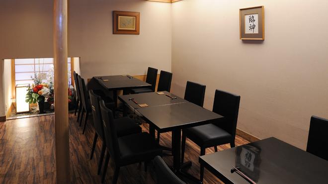 にくの匠 三芳 - 内観写真:テーブル席
